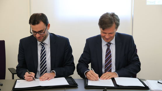 Contract signing for the site in the 'An der Lände' industrial area
