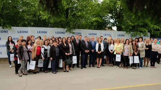 Members of LEONI Serbia Management Team together with Helmut Zehnder, Executive Vice President WSD