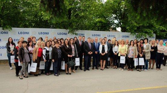 Članovi Menadžment tima LEONI Srbija zajedno sa Helmutom Cenderom, Izvršnim potpredsednikom Divizije kablovskih sistema (WSD)
