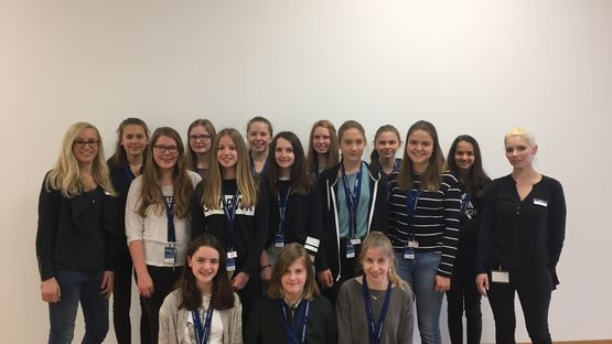 15 Teilnehmerinnen am Girls'Day 2017 bei Leoni