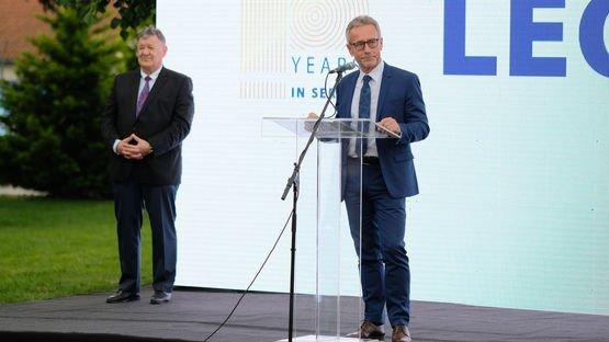 Izvršni potpredsednik Divizije kablovskih sistema Helmut Cender na svečanosti povodom 10 godina LEONI Srbija