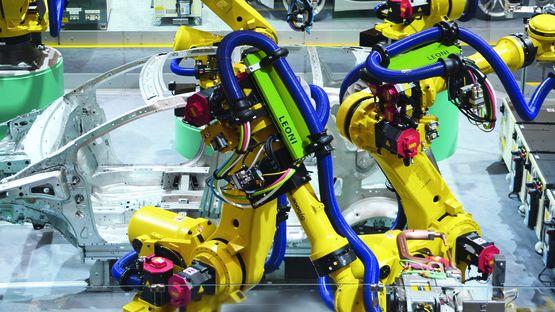 LEPS stellt einhunderttausendste Roboter-Energiezuführung her